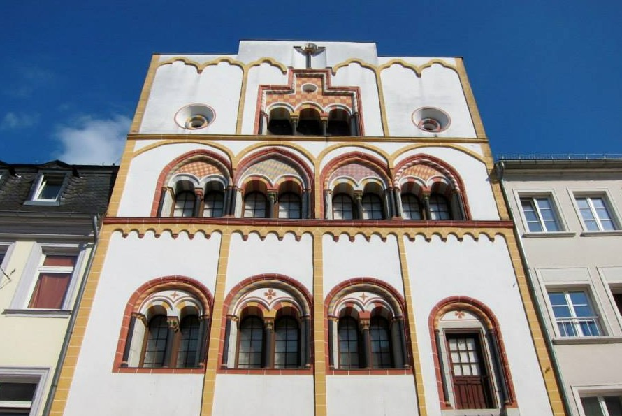 The House of the Three Kings. A Gothic building with Romanesque features.